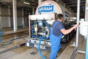 Milchwagenreinigung im DMK-Werk Altentreptow