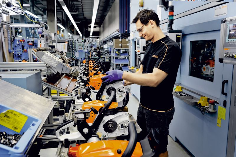 Each assembly line at Stihl is connected to a database via an OPC router and exchanges process data in real time. Image: Stihl